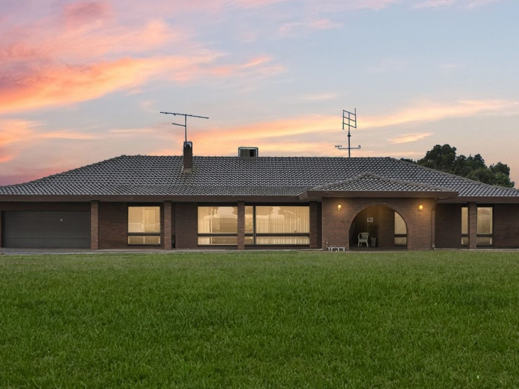 Farm for Sale - 136 Sunraysia Drive, Mitchell Park, VIC - Farm Property